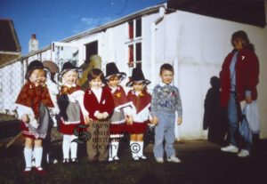 140:  Coedffranc Nursery pupils  1990.  Names have been provided for most of the group, but who are numbers 3,4 and 5?
